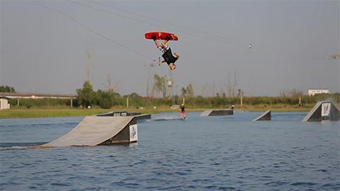Nikita Martyanov sesja na kickerach w Thai Wake Park